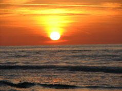 17852-sun-setting-over-the-ocean-pv